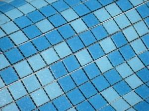 Отделка бассейна мозаикой.