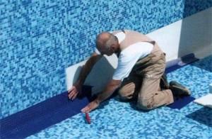 Почему вымывается цементный раствор и затирка в мозаике, которая украшает бассейн?